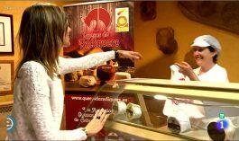 Conchi Mata con la reportera Ana de España Directo