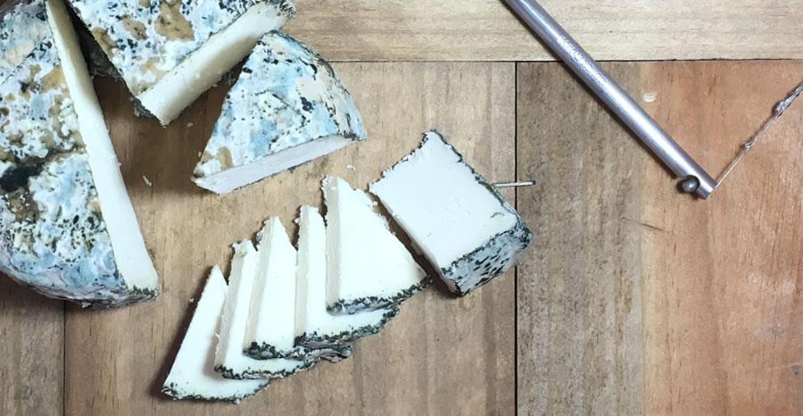 Le enseñamos como cortar un queso con aprovechamiento